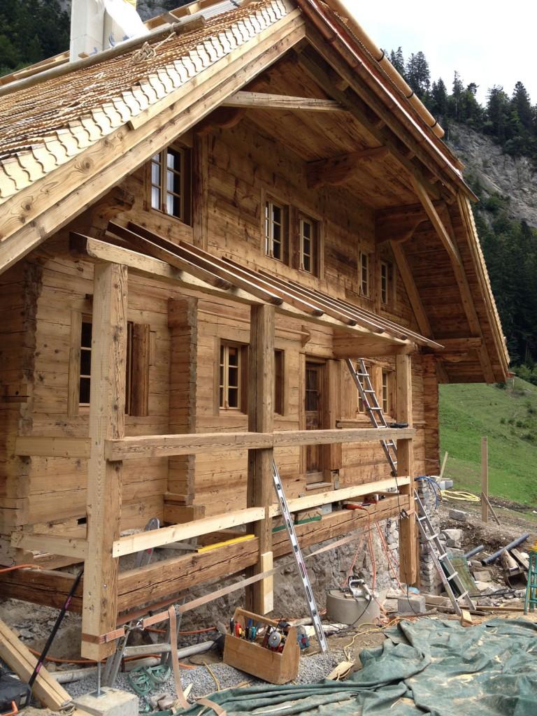 Balcon en vieux bois