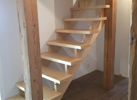 Escalier sur mesure en sapin massif